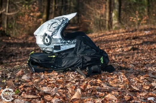 Auf dem Weg zum Spot muss der Fullface Helm nicht mehr am Lenker baumeln