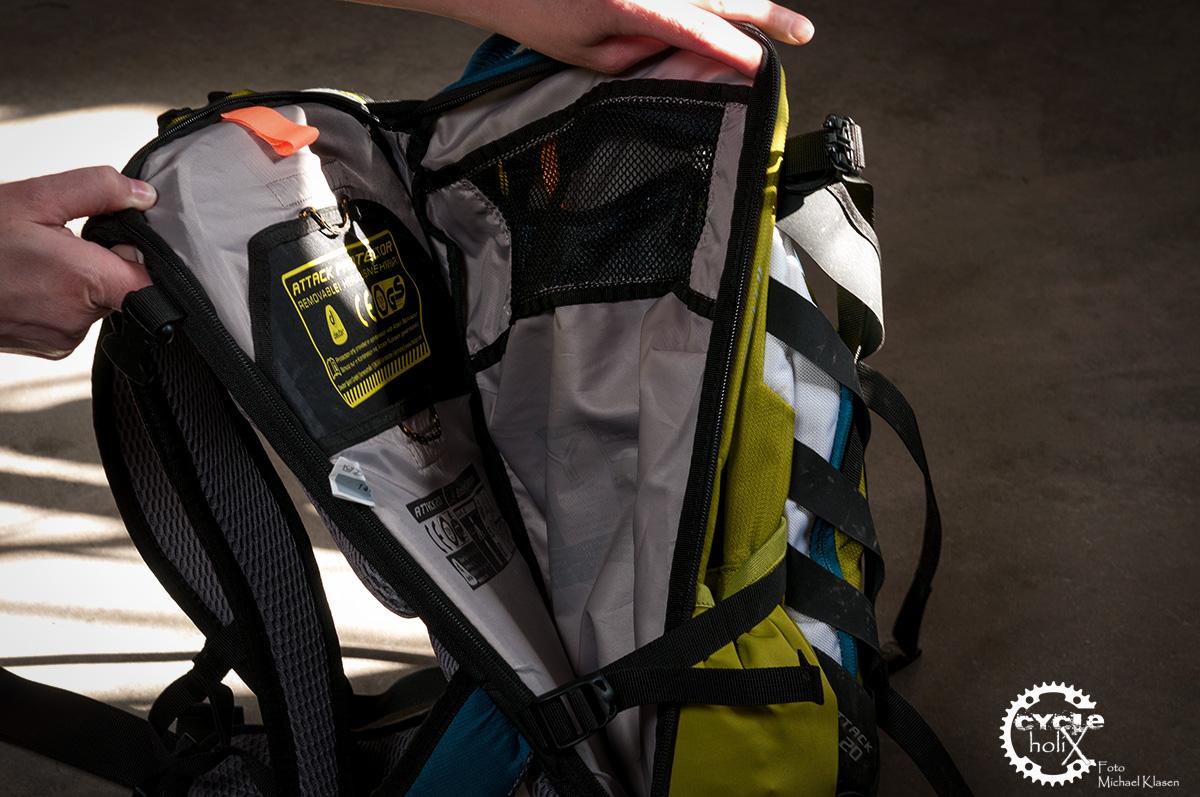 Gut verpackt und direkt am Rücken, der TÜV geprüfte Rückenprotektor