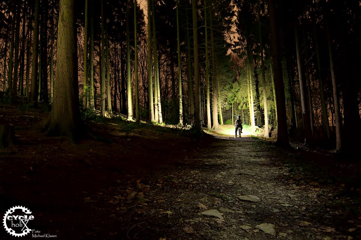 Keiner muss sich bei Nacht fürchten. So sehen zwei Lupine Lampen bei voller Leistung aus.