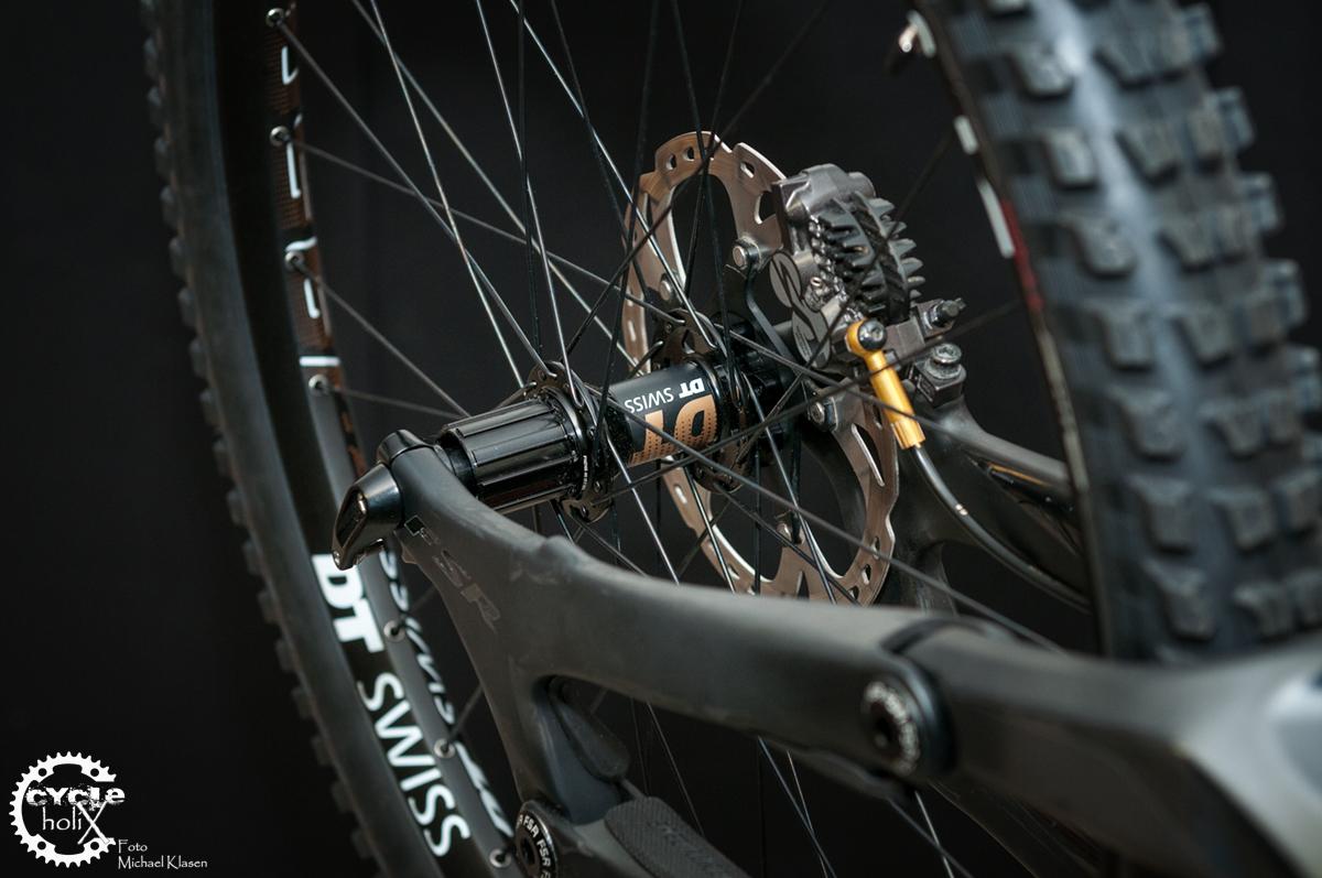 Aufgrund der Hinterbaubreite von 135mm muss eine andere Hinterradnabe verbaut werden