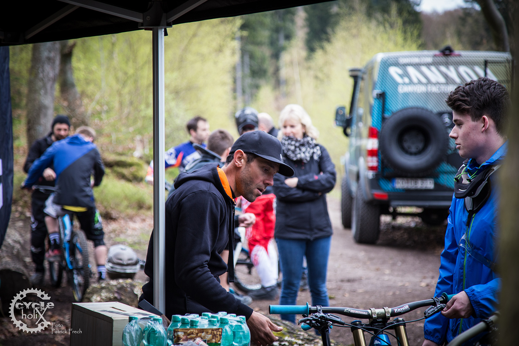 Fabien Barel nahm sich sogar Zeit die Bikes auf persönliche Bedürfnisse einzustellen