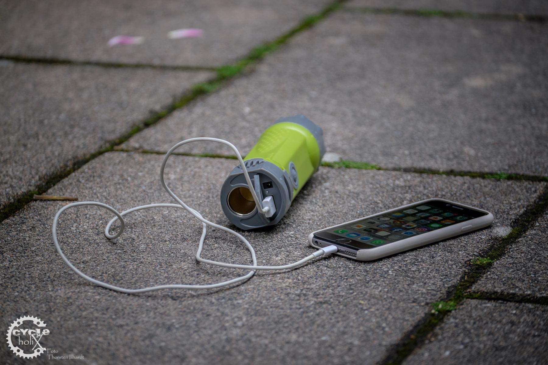Der USB Port zum Aufladen von Smartphones funktionierte in unserem Test nicht.