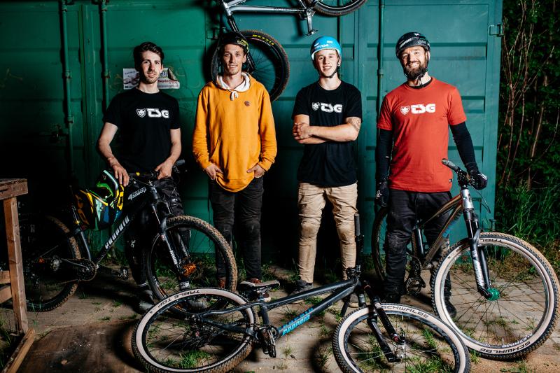 Das Propain Proteam fast komplett: Aiko Göhler, Patrick Schweika, Lukas Schäfer und Teammanager Timo Pritzel (Foto: Victor Strasse)