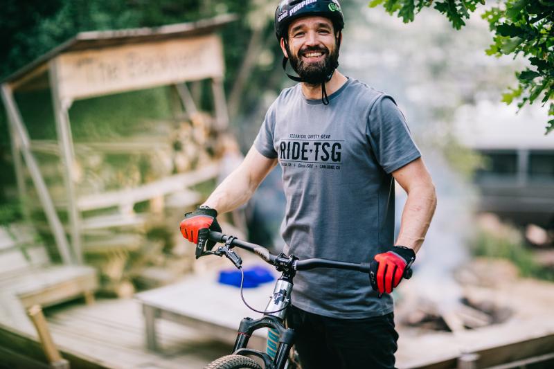 Timo Pritzel mit seinem Propain 4Bidden Signature Dirtbike (Foto: Viktor Strasse)
