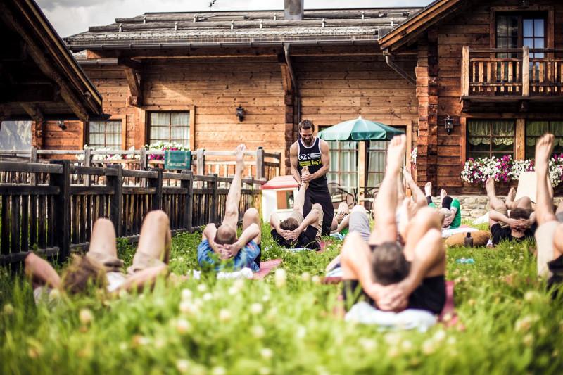 Timo hat aber nicht nur auf dem Bike jede Menge Erfahrung, er arbeitet auch seit Jahren erfolgreich als Yogalehrer (Foto: Christoph Bayer)