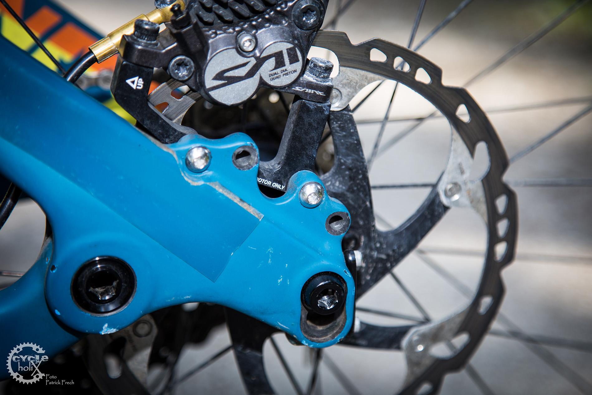 Verschiedene Laufradgrößen erfordern zweifache Aufnahmen für den Bremssattel