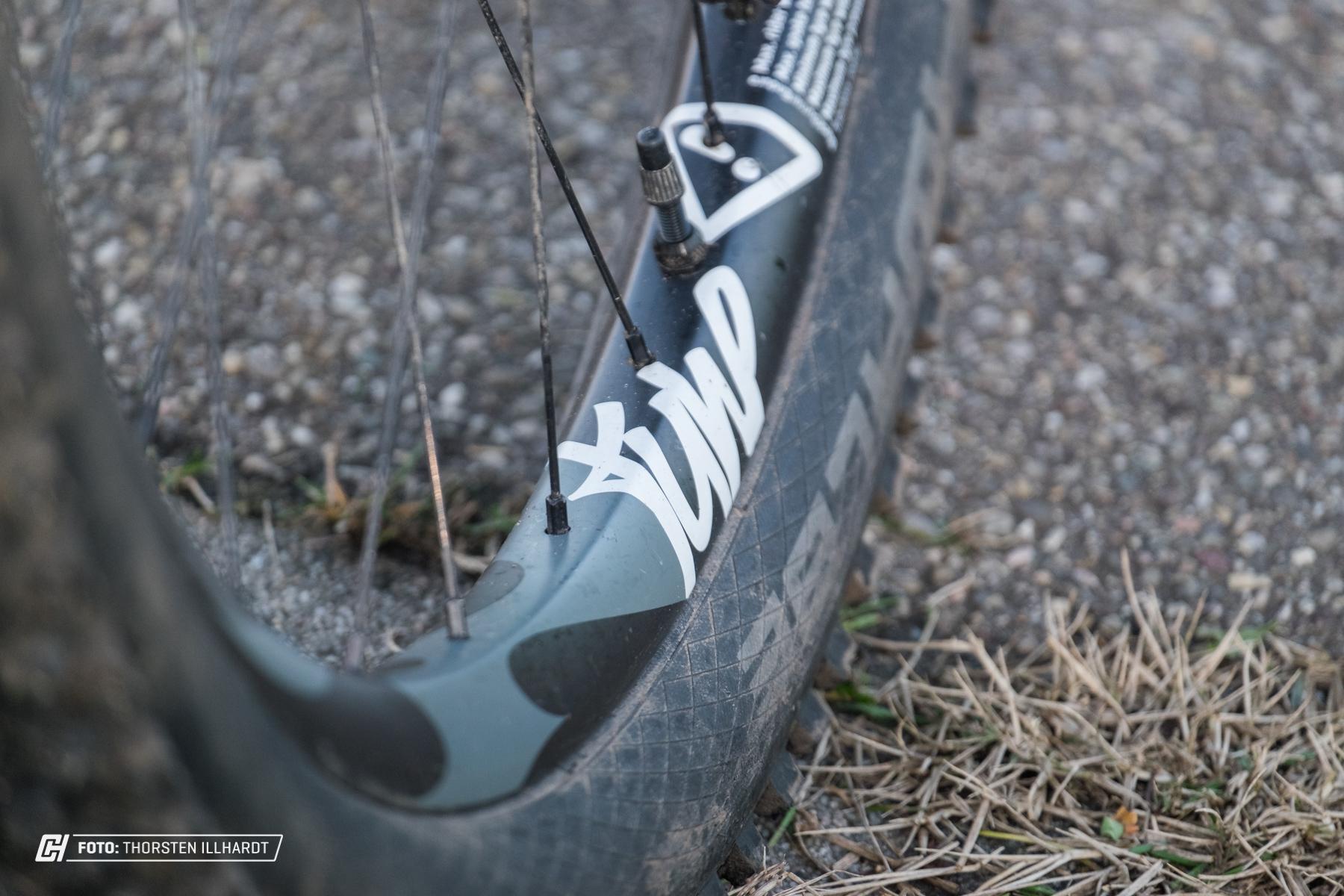 DIe Breite Abstützung der Reifen vermeiden Burping und Defekte aufgrund Durchschlägen