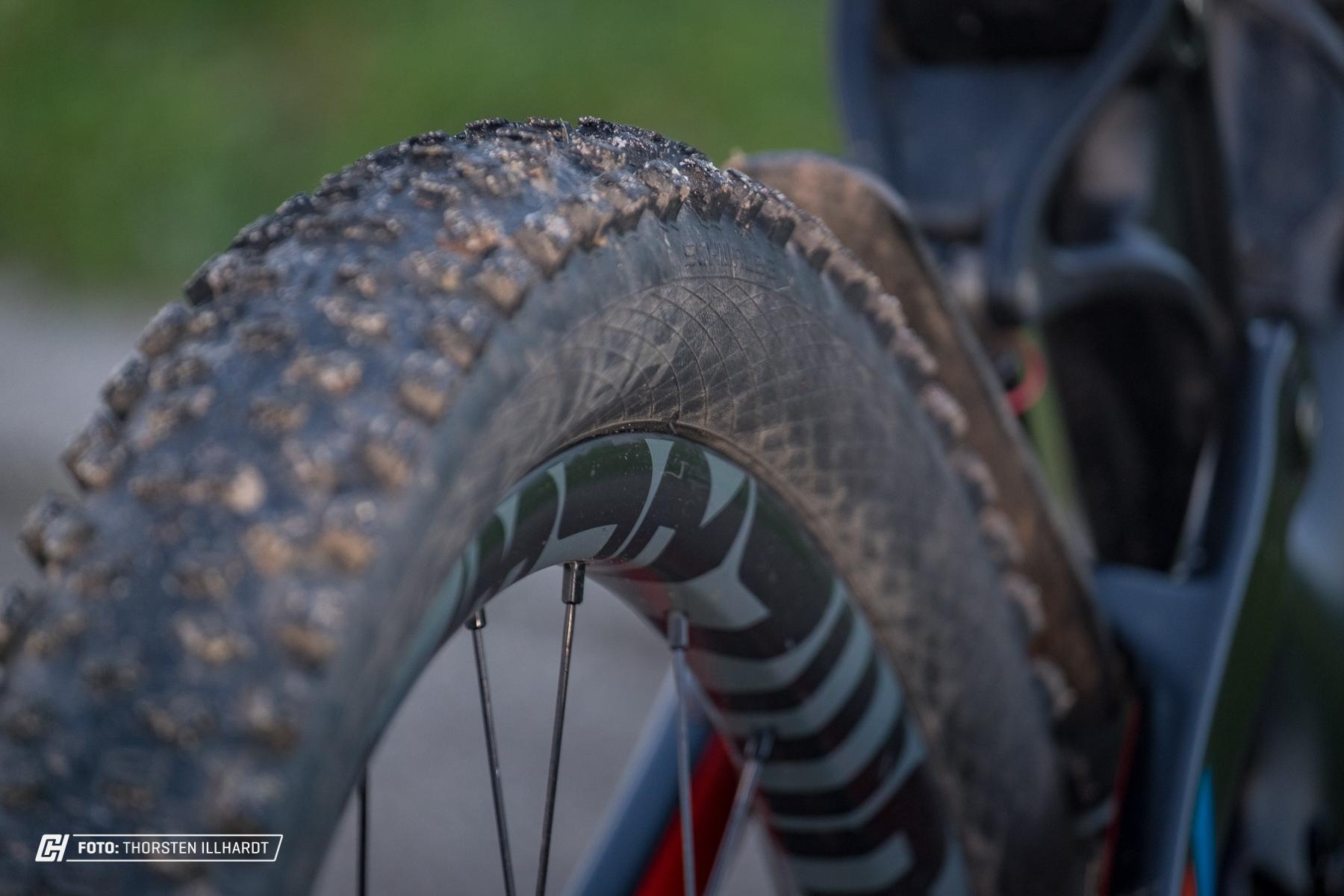 Hier wirken schmale Reifen plötzlich breit
