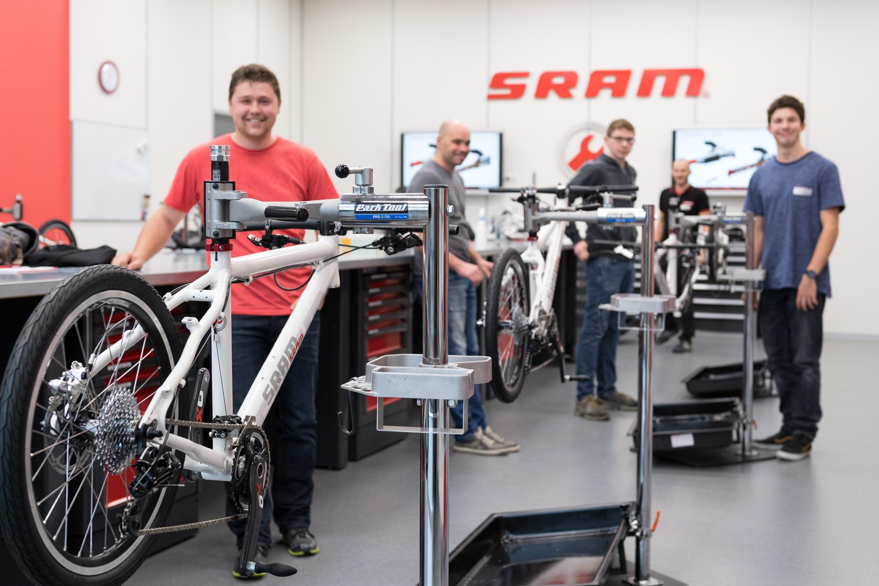 In den hausinternen Schulungsräumen finden regelmäßig Fortbildungen für Mechaniker aus ganz Europa statt
