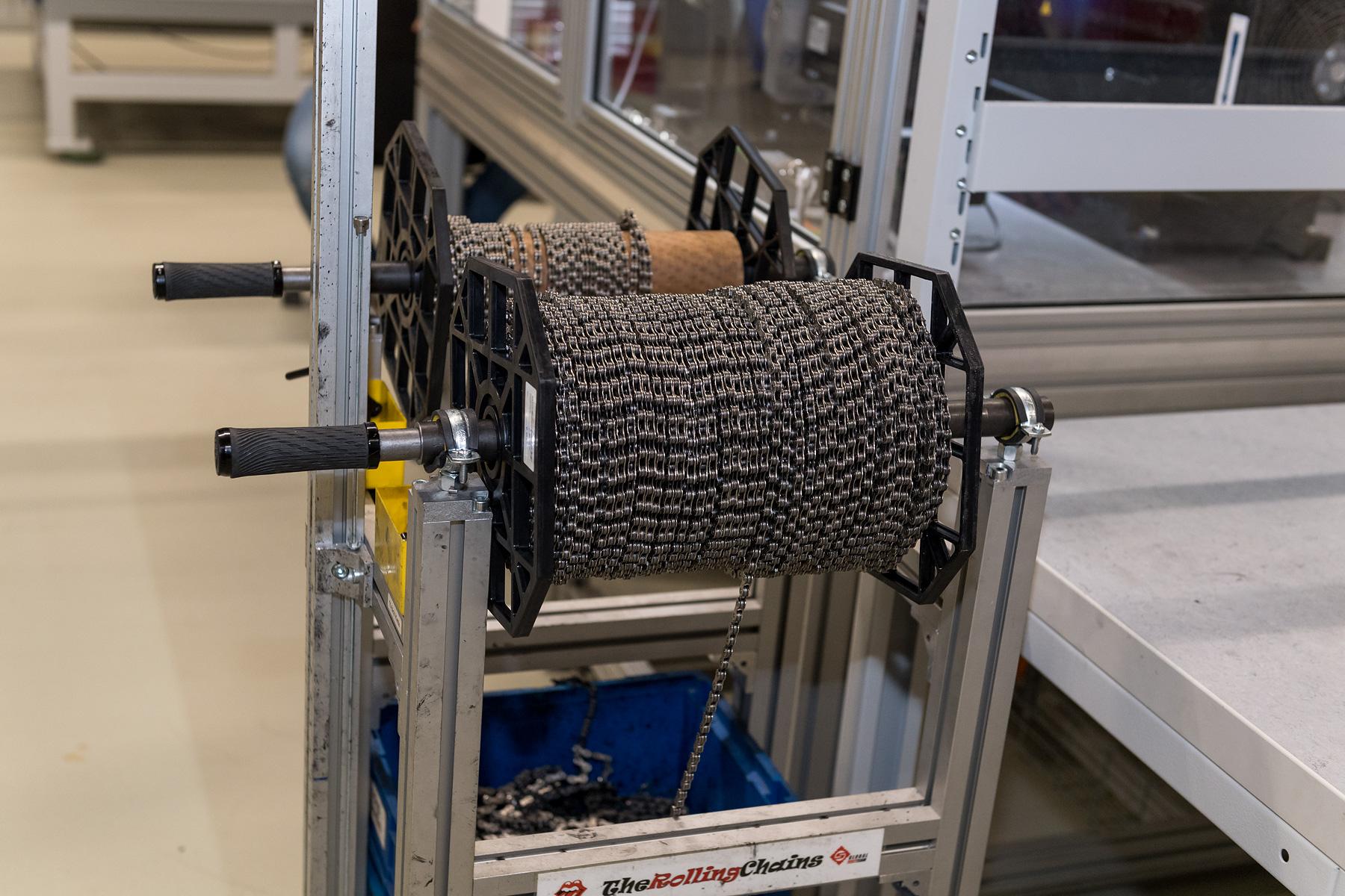 The Rolling Chains - 200 m Kette pro Monat (Tendenz steigend) werden für diverse Tests benötigt.