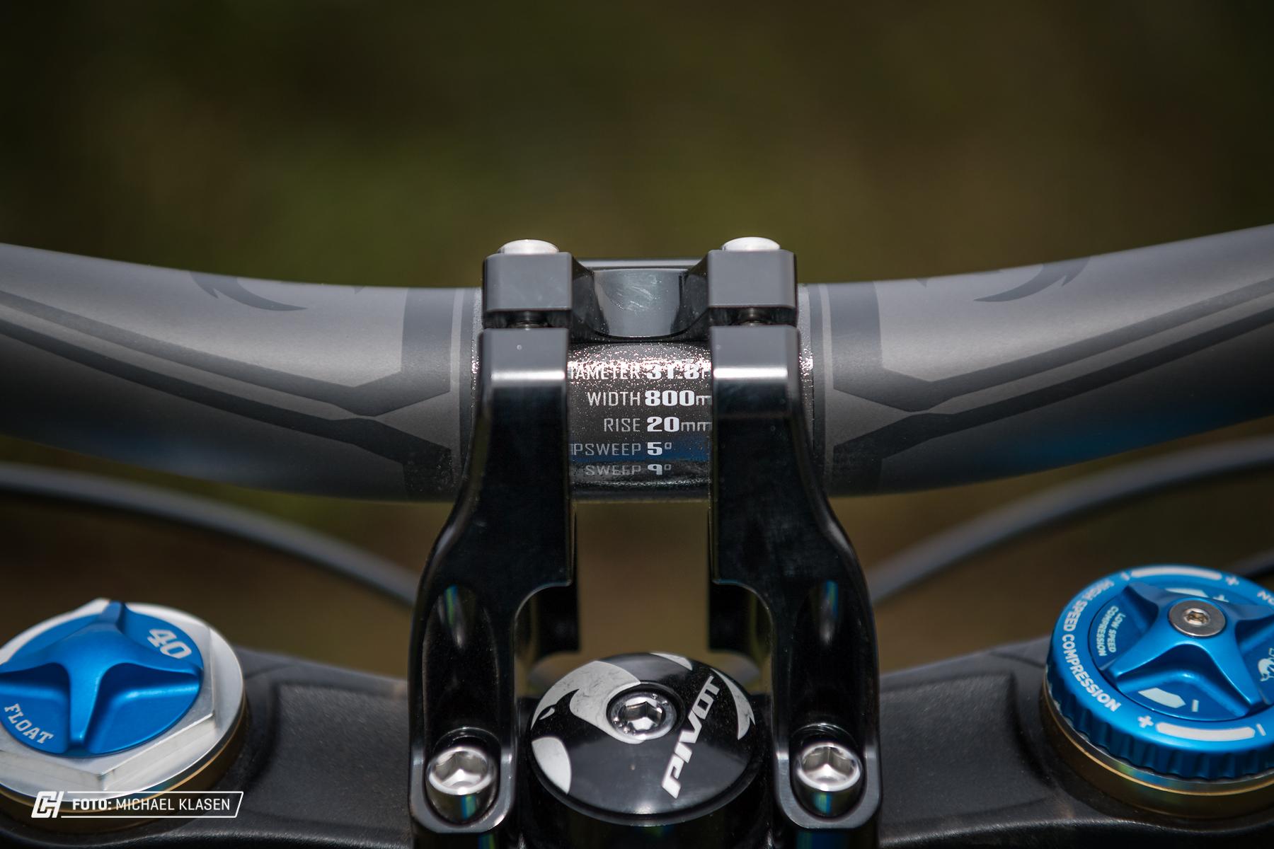 800 mm, 20 mm Rise und passender Vorbau der ebenfalls von Pivot kommt.