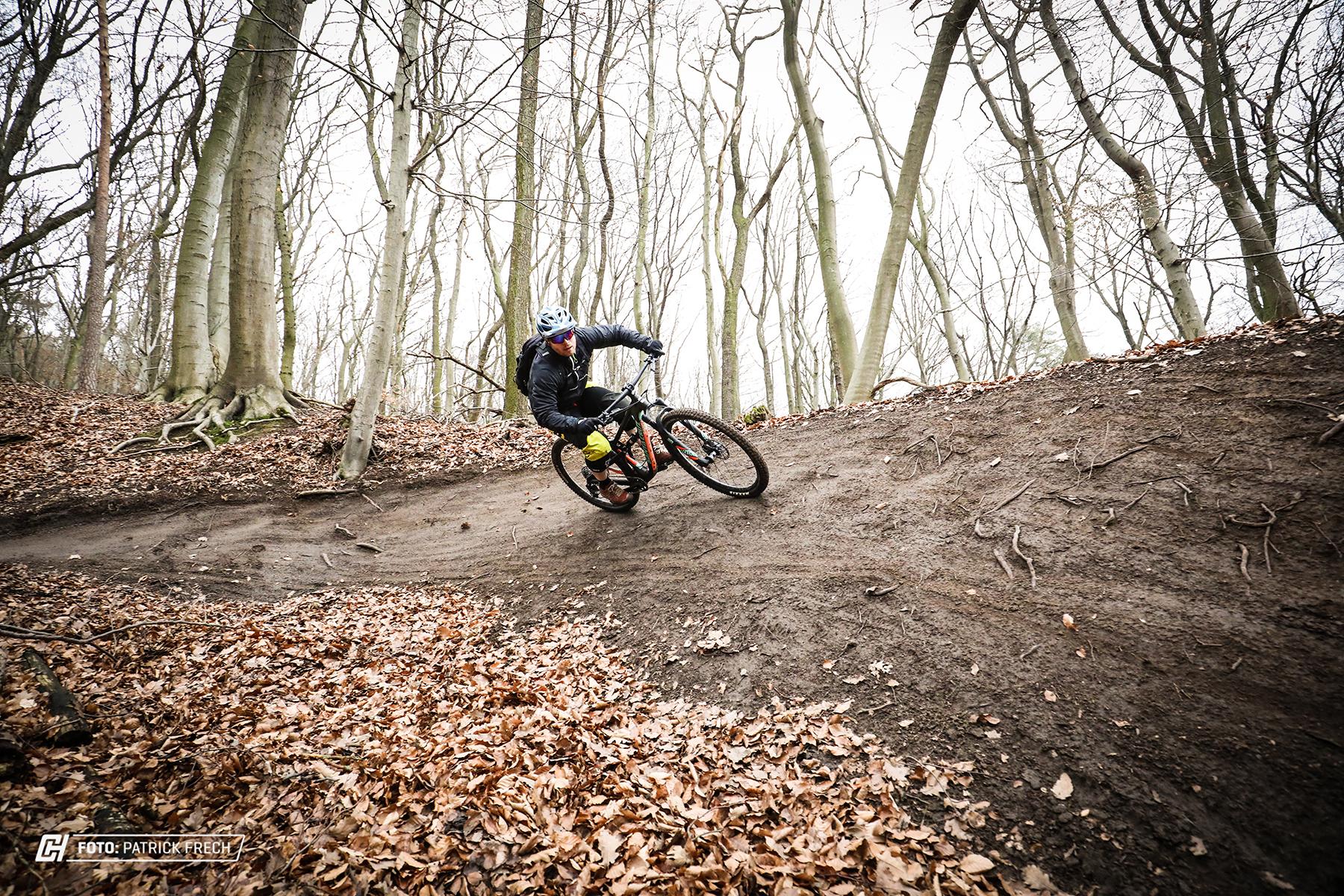 santacruz hightower cc 2017 action 9 Cycleholix