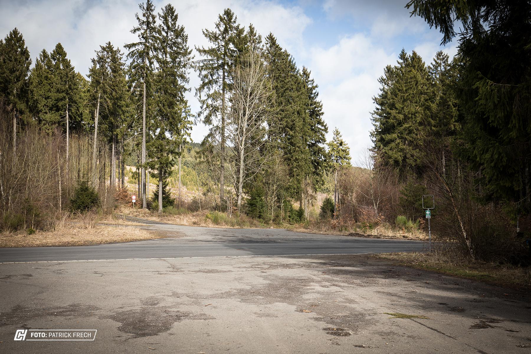Der unscheinbare Parkplatz mit Blick auf die Fläche, wo in Zukunft das Testcenter stehen soll.