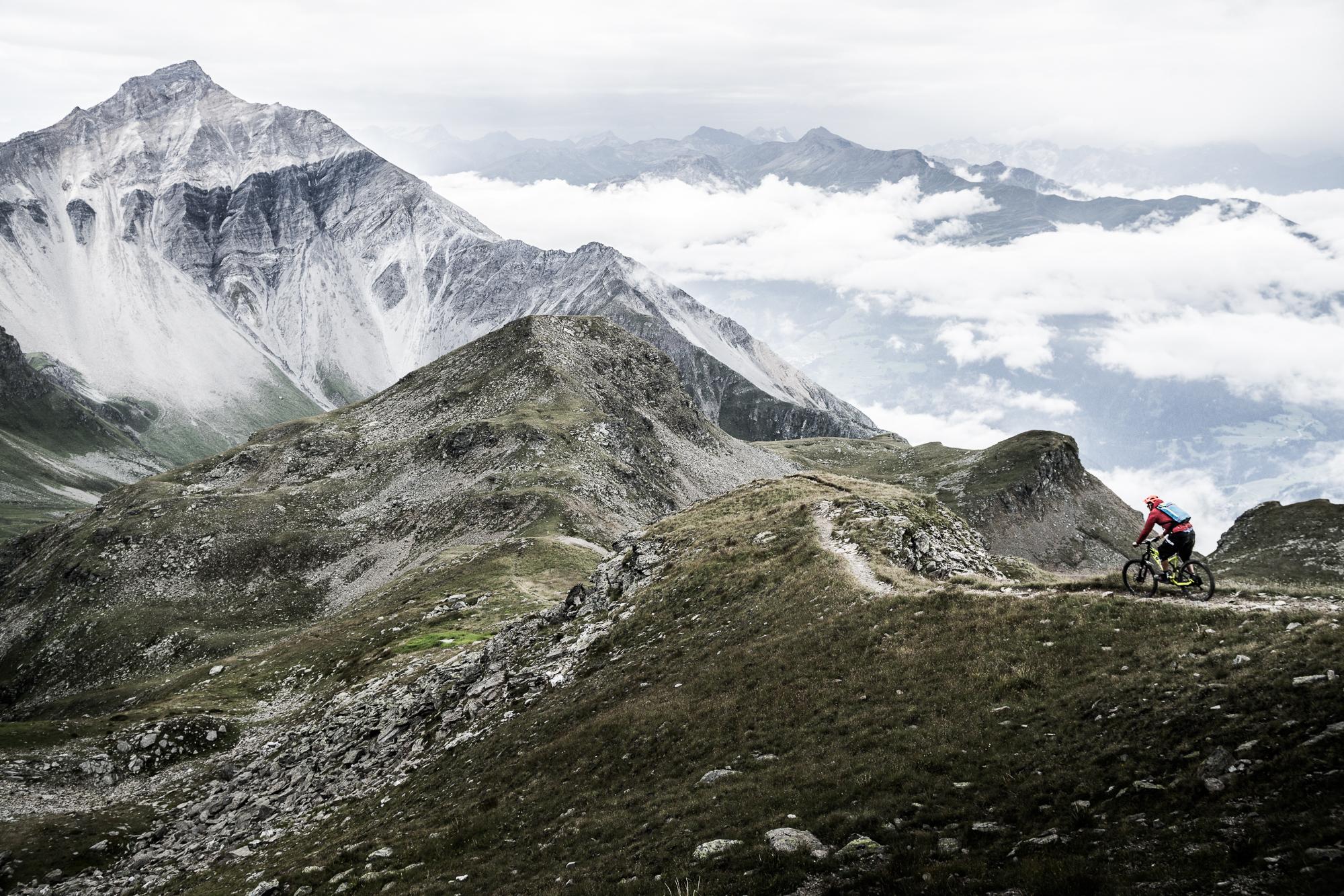 Traumhafte Landschaften und atemberaubende Trails in neuen Destinationen.