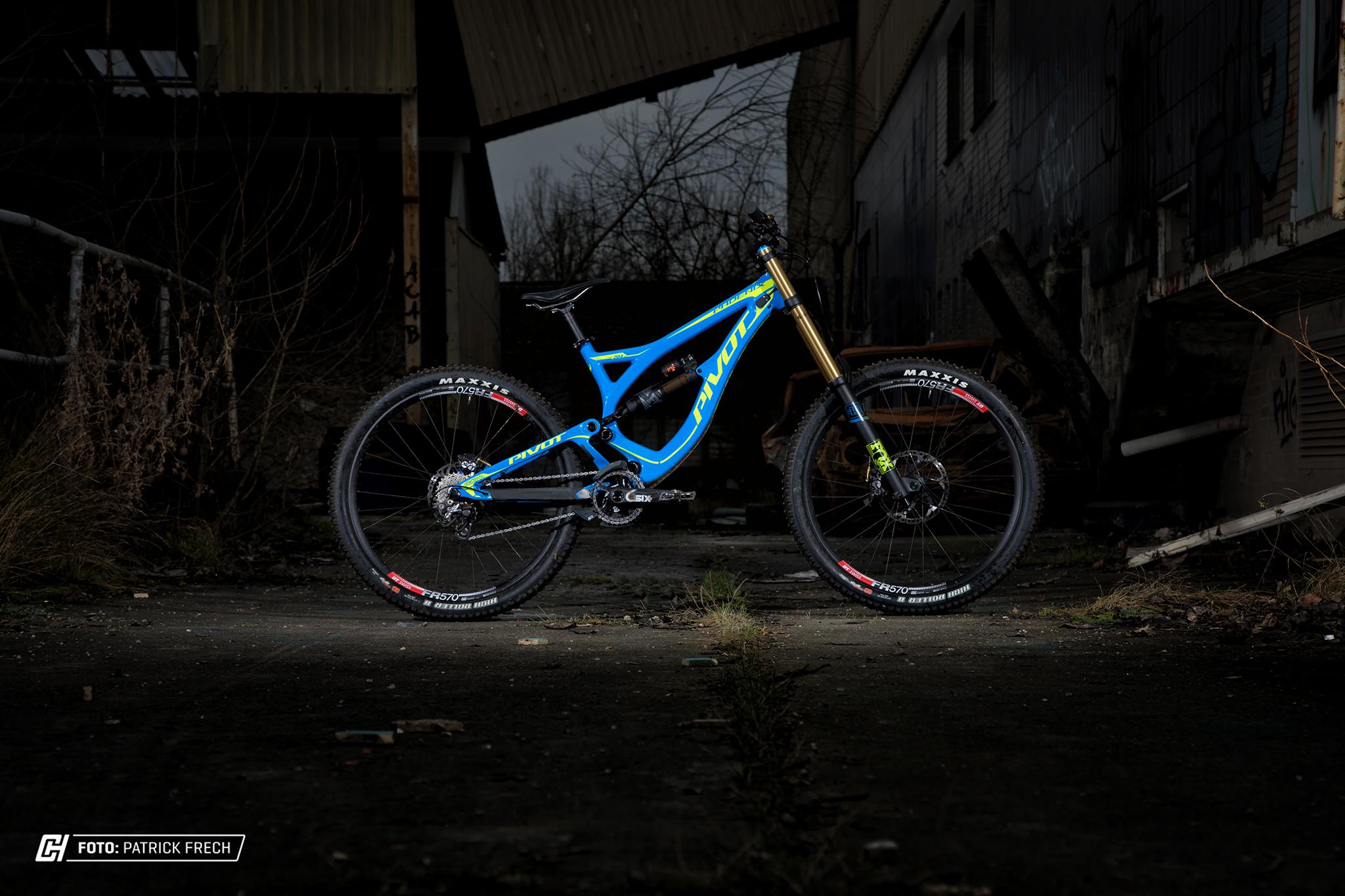 Optisch eines der schönsten DH-Bikes auf dem Markt - Pivot Phoenix DH Carbon