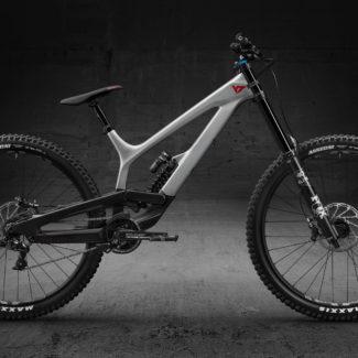 04 TUES29 CF Pro Titan Silver Seite Cycleholix