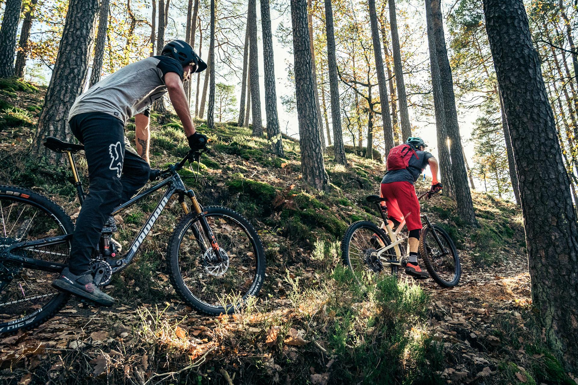 PROPAIN Hugene CF 2021 Action Prof Flonky Uphill Cycleholix