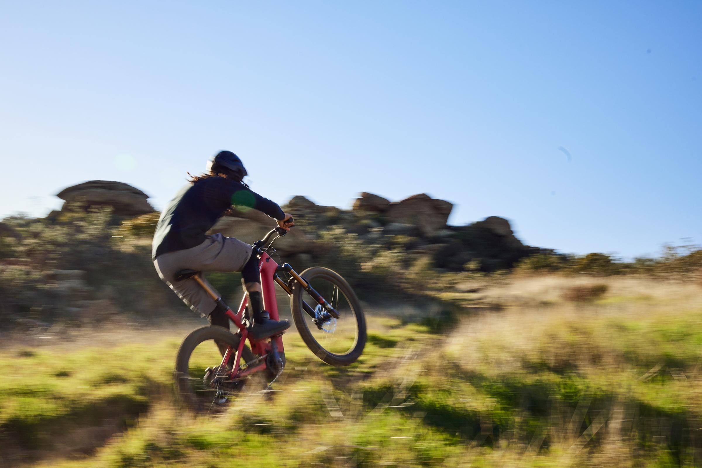 Levo action 01 Cycleholix